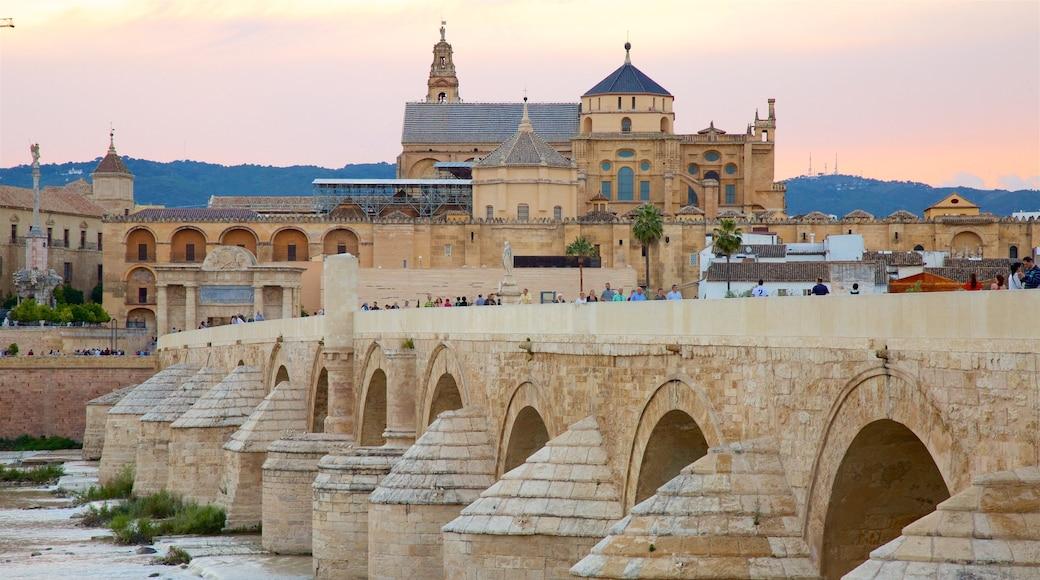 Den Romerske Bro som omfatter en bro, kulturarvsgenstande og en lille by eller en landsby