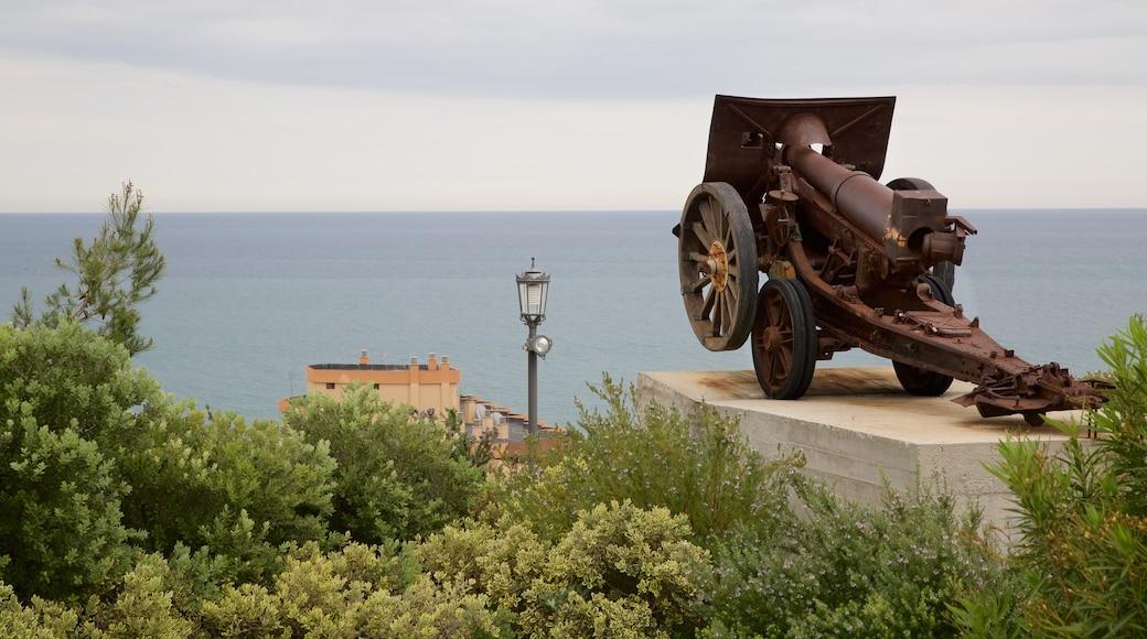 Torremolinos qui includes patrimoine historique et vues littorales