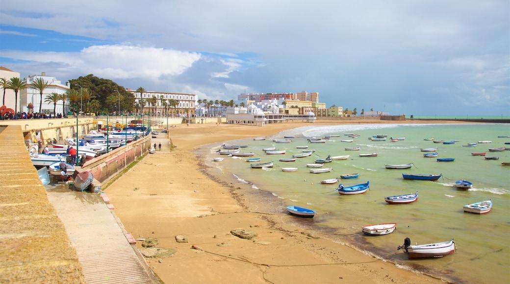 La Caleta Strand das einen Bootfahren, Sandstrand und Küstenort