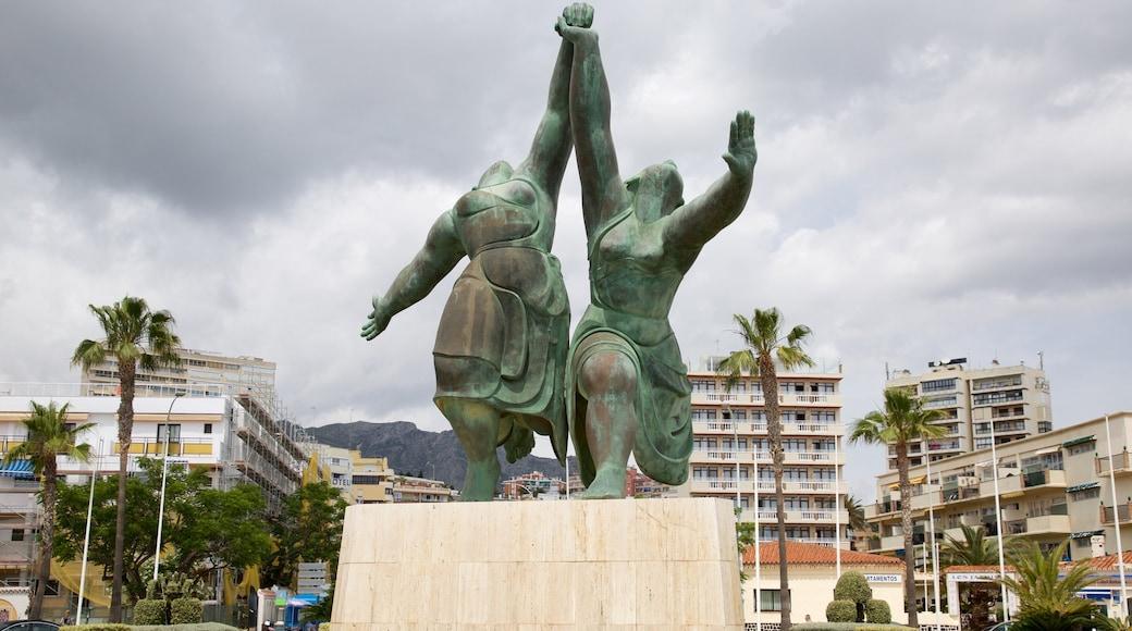 Torremolinos showing a statue or sculpture