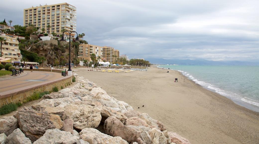 Torremolinos montrant plage et ville côtière