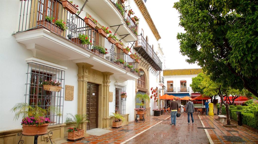Plaza de los Naranjos das einen Straßenszenen