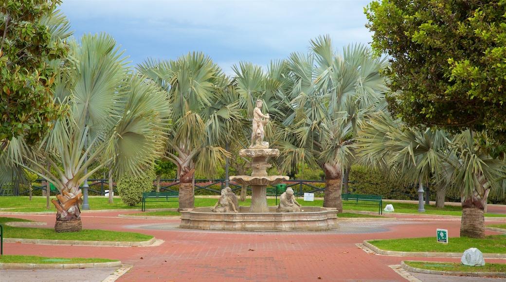 La Batería que incluye escenas tropicales, un parque y una fuente