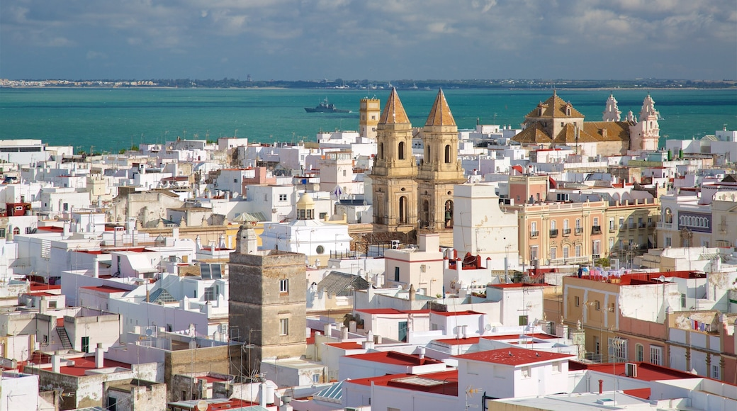 Torre Tavira welches beinhaltet allgemeine Küstenansicht, Kleinstadt oder Dorf und Küstenort