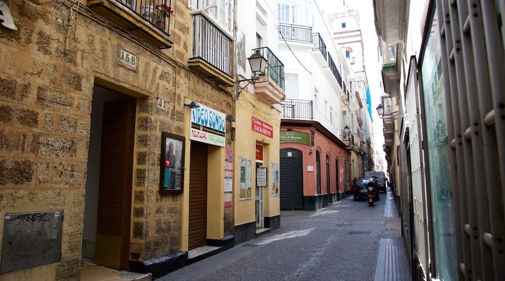 Torre Tavira das einen Straßenszenen