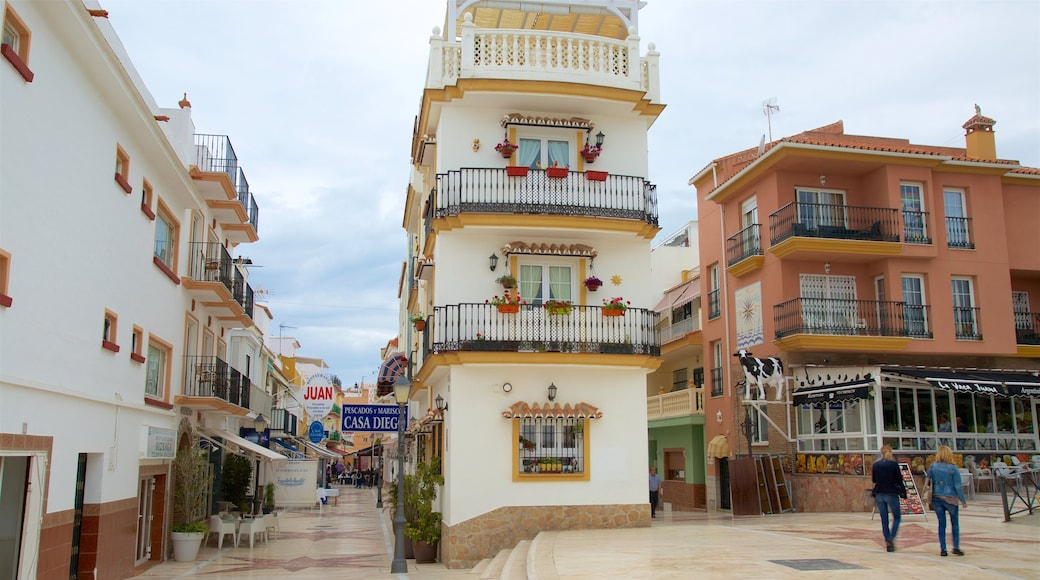 La Carihuela que incluye escenas urbanas y una casa
