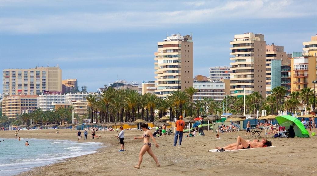 Playa Los Alamos inclusief een stad en een strand en ook een grote groep mensen