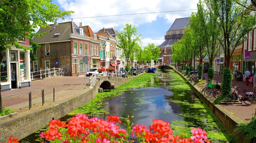 Den Haag welches beinhaltet Straßenszenen, Kleinstadt oder Dorf und Fluss oder Bach