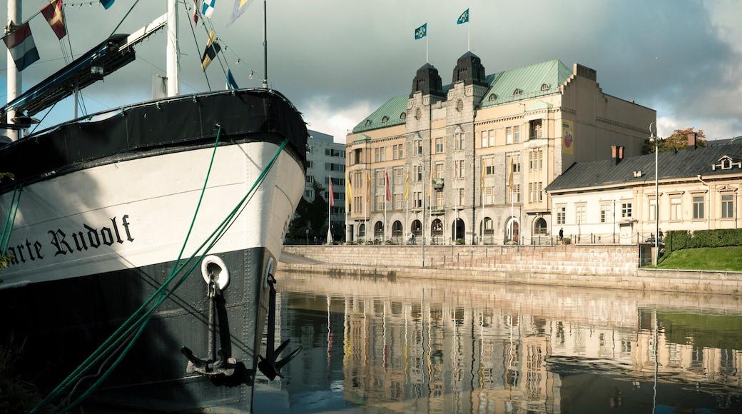 Turku joka esittää lahti tai satama ja vanha arkkitehtuuri