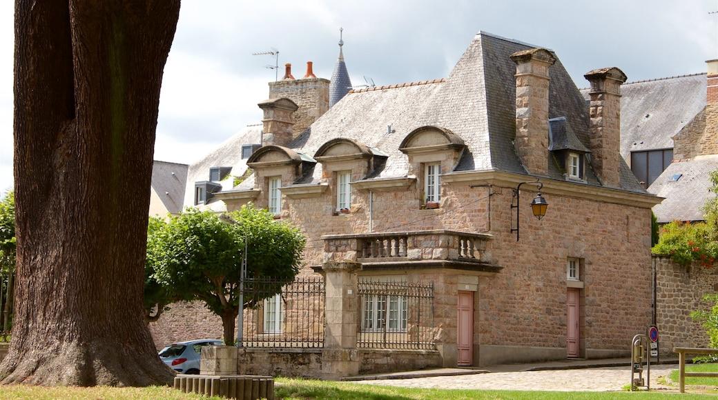 Dinan qui includes maison et patrimoine architectural