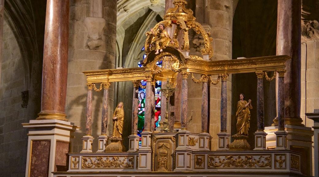 Eglise Saint-Sauveur qui includes aspects religieux et vues intérieures