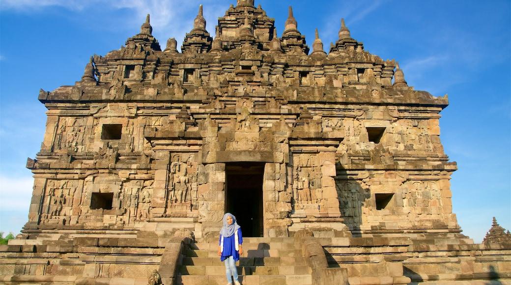 Prambanan cho thấy kiến trúc di sản cũng như phụ nữ