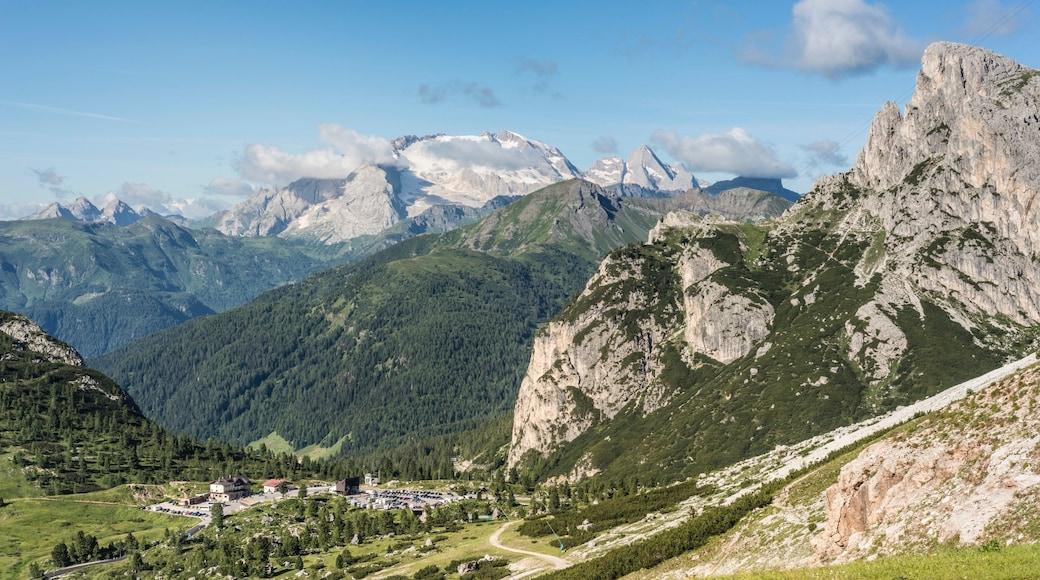Östliche Dolomiten welches beinhaltet Landschaften, ruhige Szenerie und Berge