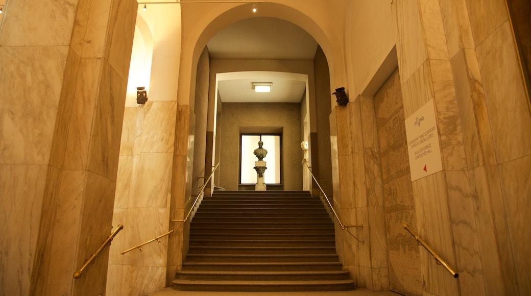 Villa Reale mostrando vista interna e oggetti d\'epoca