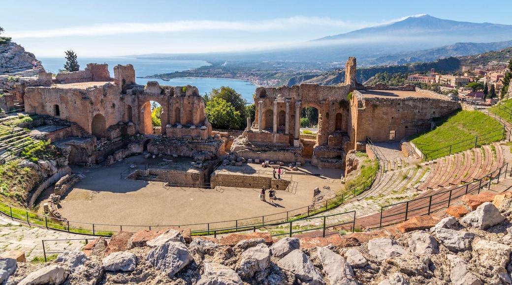 Catane - Etna montrant vues littorales, scènes de théâtre et patrimoine historique