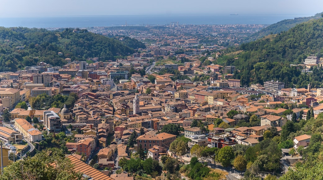 Carrara das einen Landschaften und Stadt