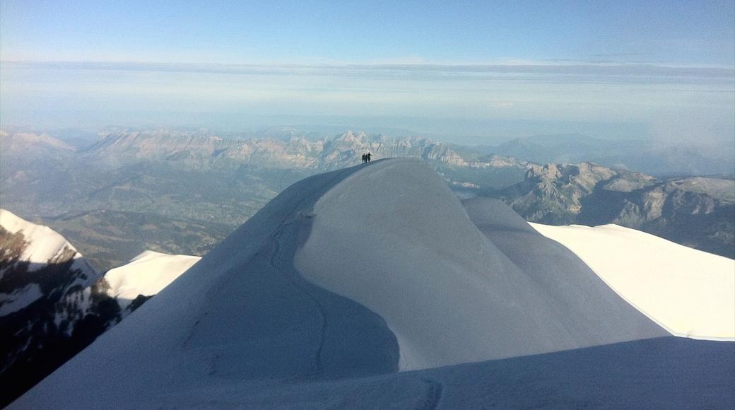 Aoste montrant neige, panoramas et montagnes