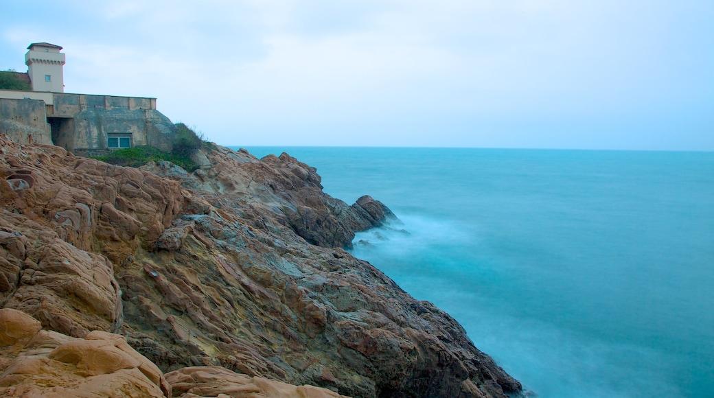 Castello del Boccale caratteristiche di costa rocciosa e castello