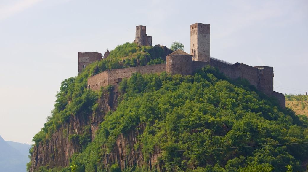 Schloss Sigmundskron mit einem Berge und Burg
