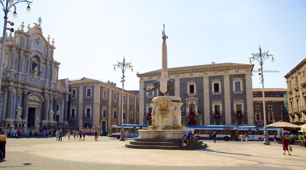 Piazza Duomo caratteristiche di città, monumento e architettura d\'epoca