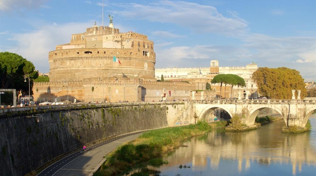 Castel Sant\'Angelo som inkluderer elv eller bekk, kulturarv og bro