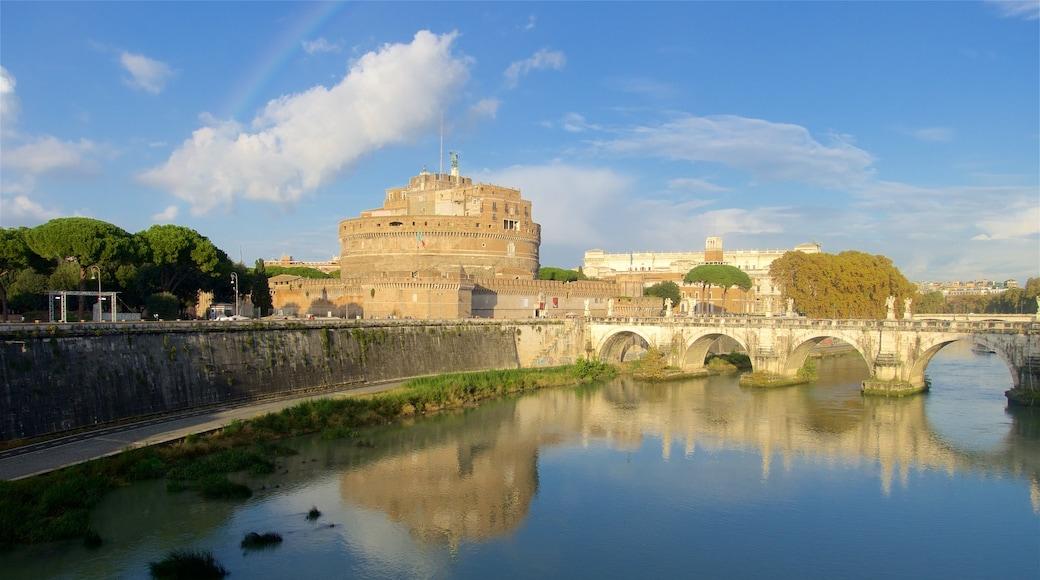Castel Sant\'Angelo som inkluderer elv eller bekk, palass og bro