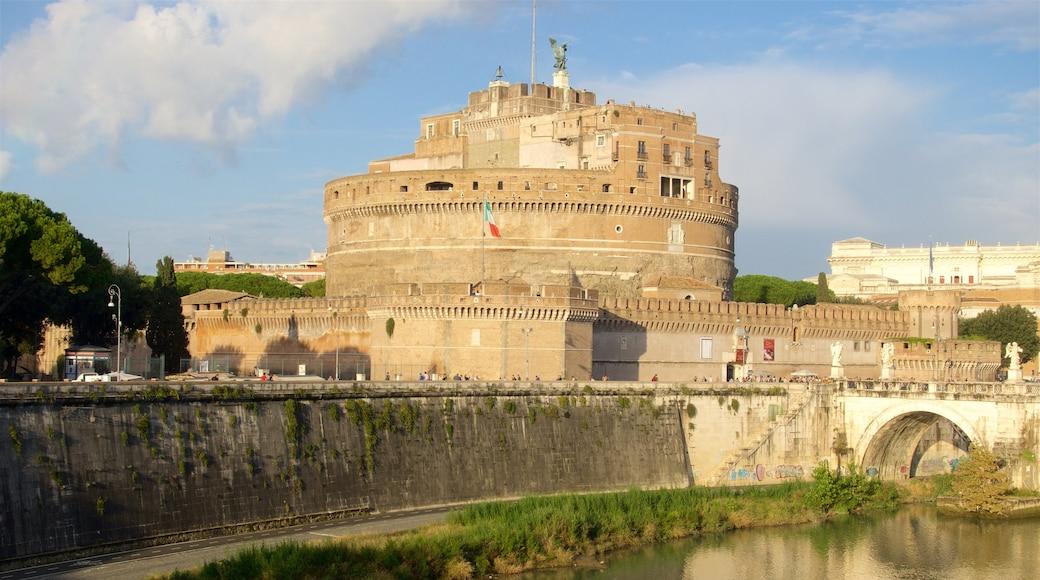 Castel Sant\'Angelo som viser historisk arkitektur, slott og kulturarv