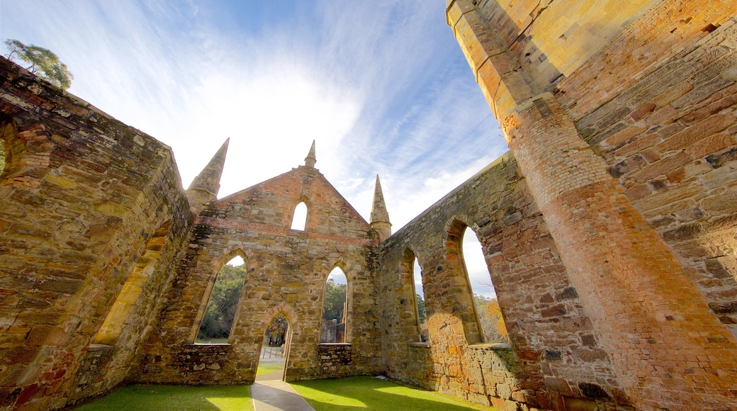 Port Arthur Historic Site which includes a castle, heritage elements and a ruin