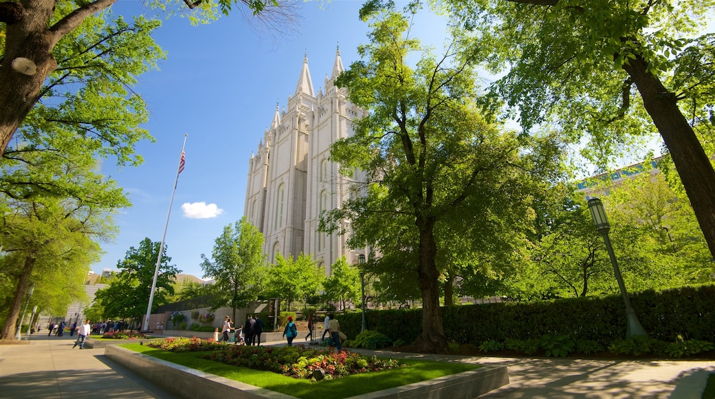 Salt Lake Temple showing heritage architecture and a square or plaza