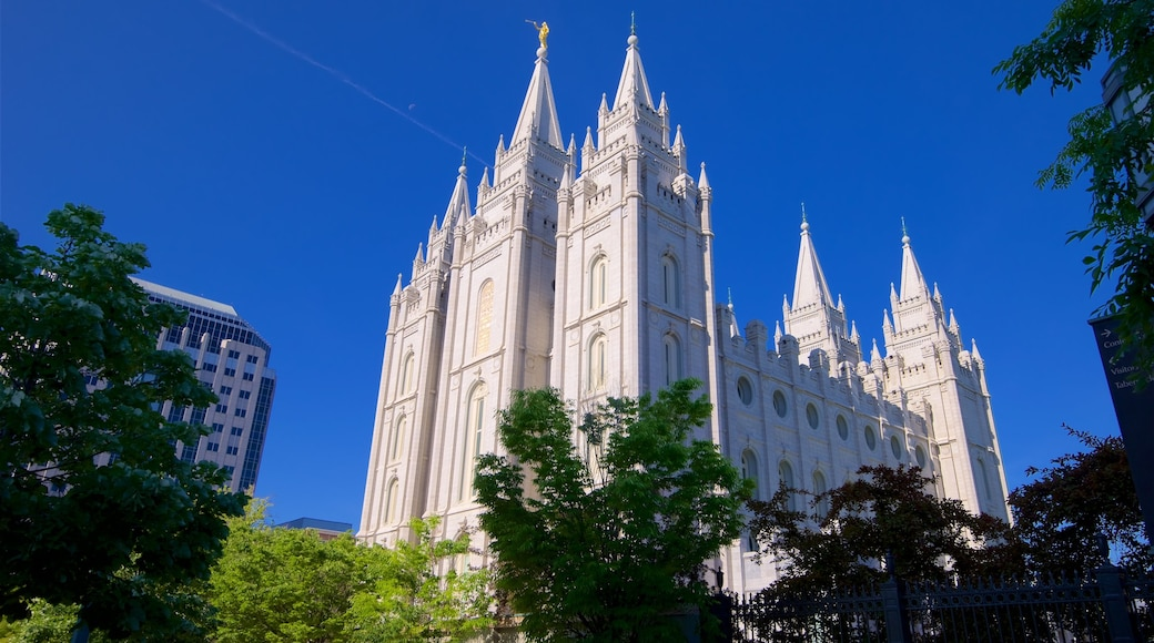 Salt Lake Temple which includes heritage architecture and a church or cathedral