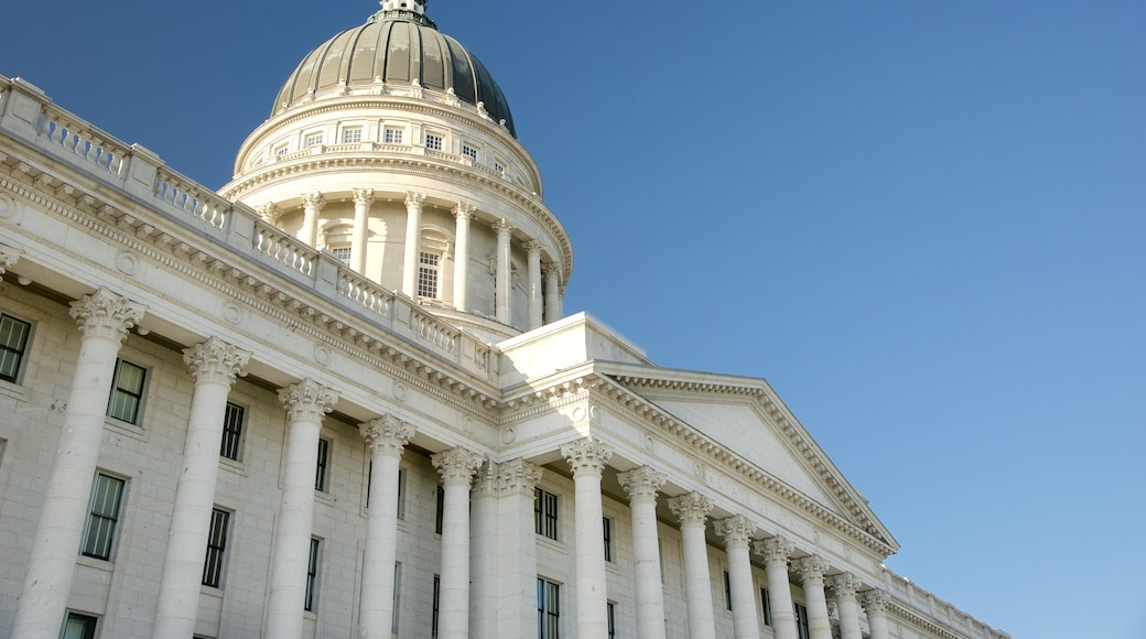 Utah State Capitol featuring an administrative buidling and heritage architecture