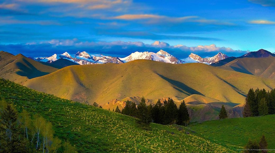 太陽谷 呈现出 寧靜風景 和 山水美景