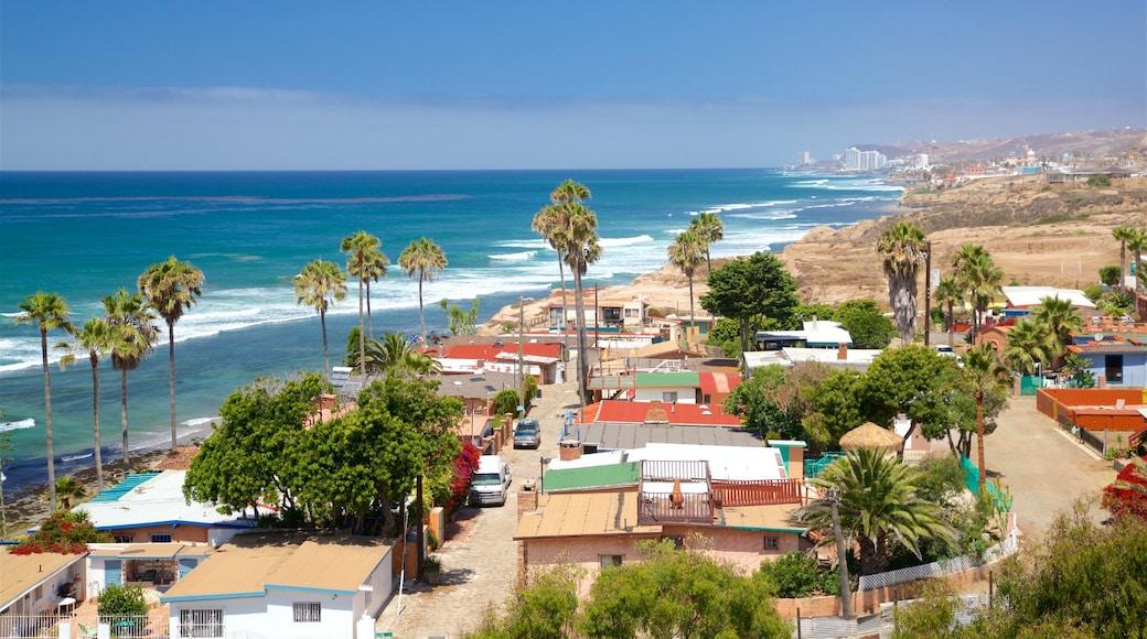 Puerto Nuevo mostrando vistas de paisajes, costa rocosa y una ciudad costera
