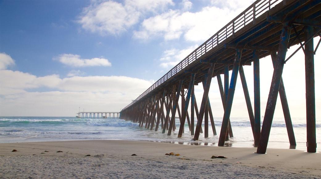 Rosarito ofreciendo una playa y vistas generales de la costa