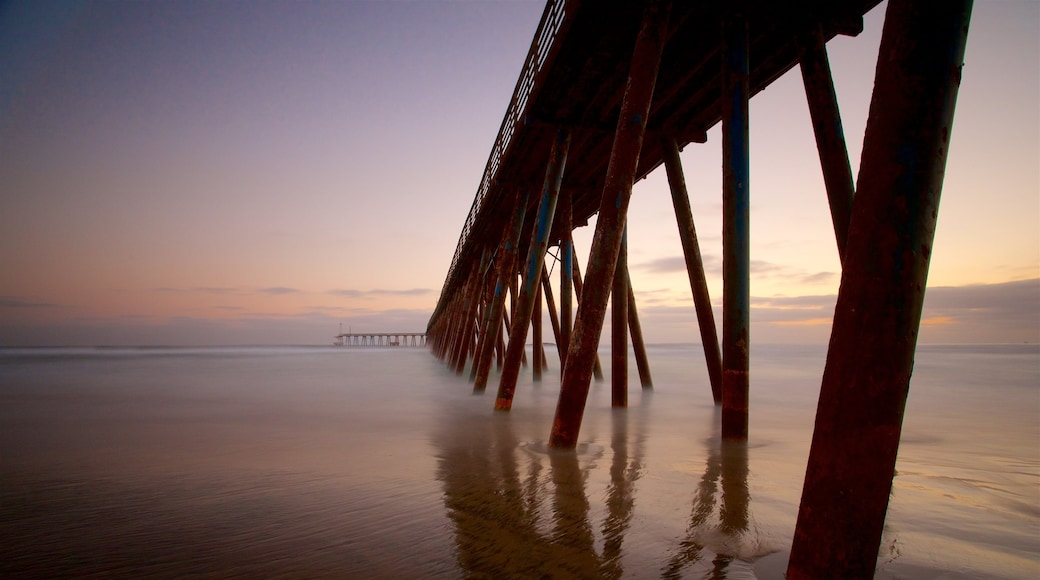 Rosarito ofreciendo vistas generales de la costa y una puesta de sol