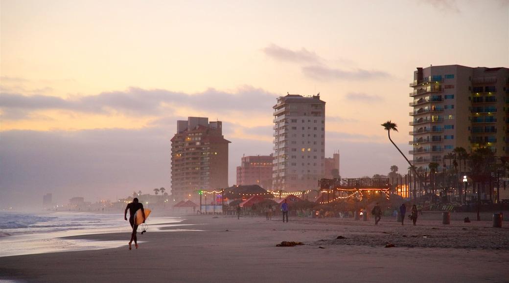 Rosarito ofreciendo vistas generales de la costa, una playa y una puesta de sol