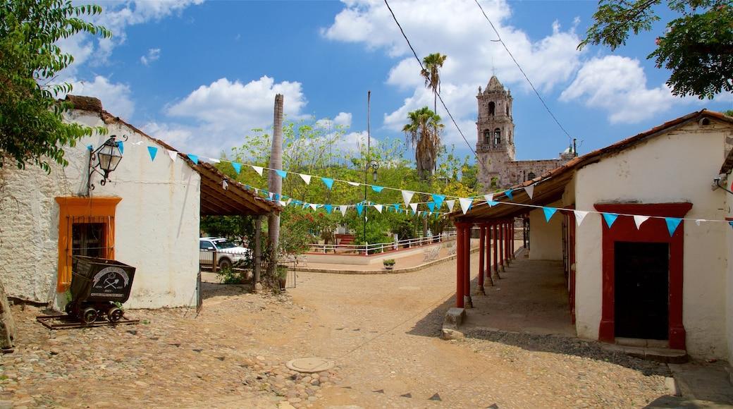 Copala ofreciendo patrimonio de arquitectura y una pequeña ciudad o pueblo