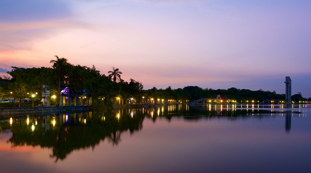 Villahermosa which includes general coastal views and a sunset