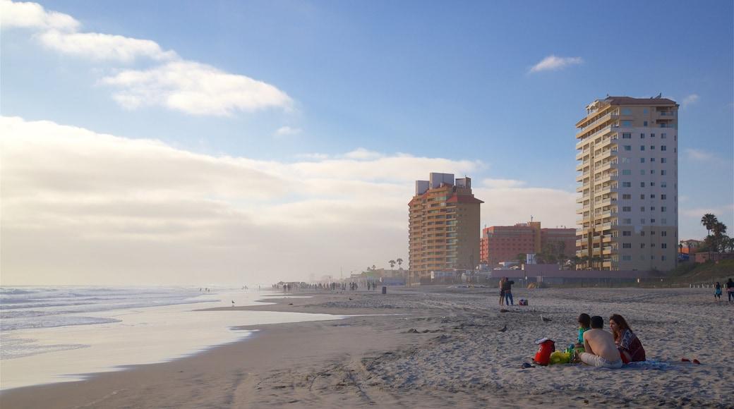 Playas de Rosarito ofreciendo una playa y vistas generales de la costa