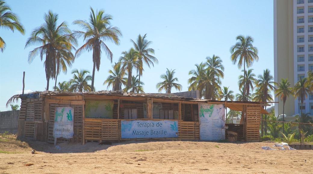 Mazatlán ofreciendo una playa