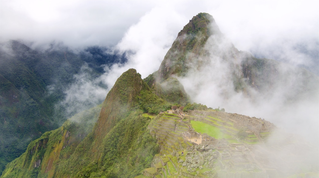 Huayna Picchu showing mist or fog, tranquil scenes and mountains
