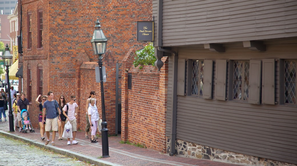 Paul Revere House featuring a house, street scenes and heritage architecture