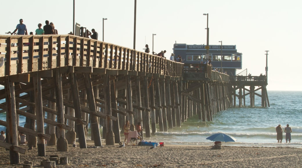 Newport Beach caracterizando uma praia de areia
