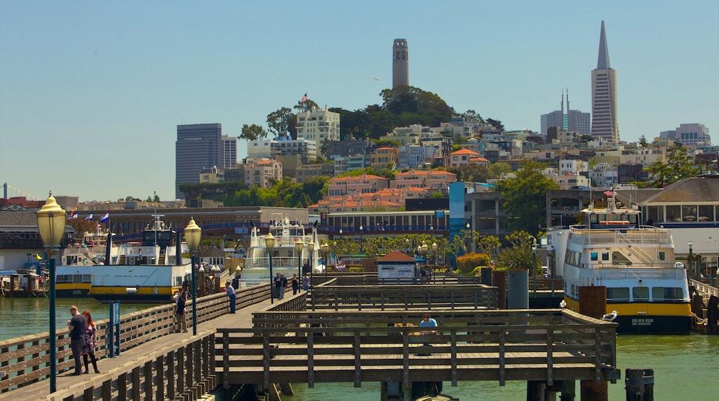 San Francisco qui includes ferry, silhouettes urbaines et gratte-ciel
