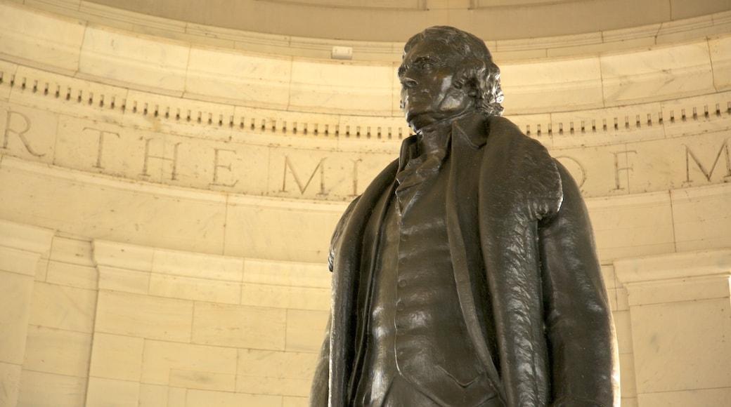 Monumento a Jefferson que incluye vistas de interior y un monumento conmemorativo