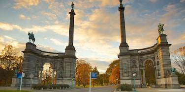 Filadelfia ofreciendo un monumento, arquitectura patrimonial y una estatua o escultura