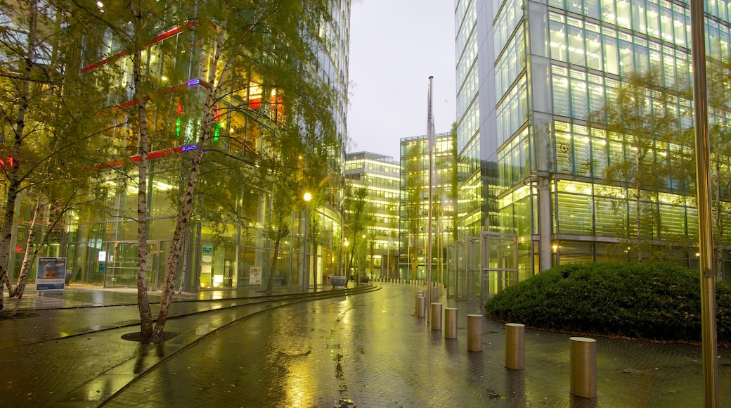 Potsdamer Platz showing modern architecture and a city