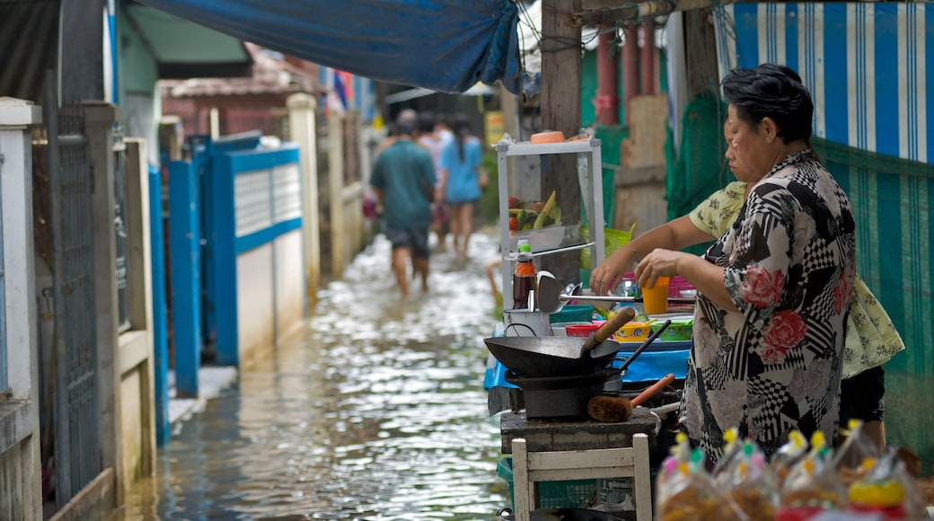 Ko Kret Island which includes street scenes and food