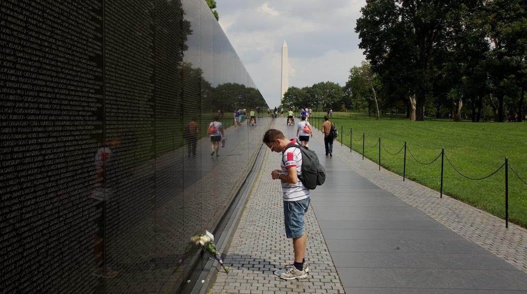 Monumento a los Veteranos de Vietnam que incluye un monumento conmemorativo
