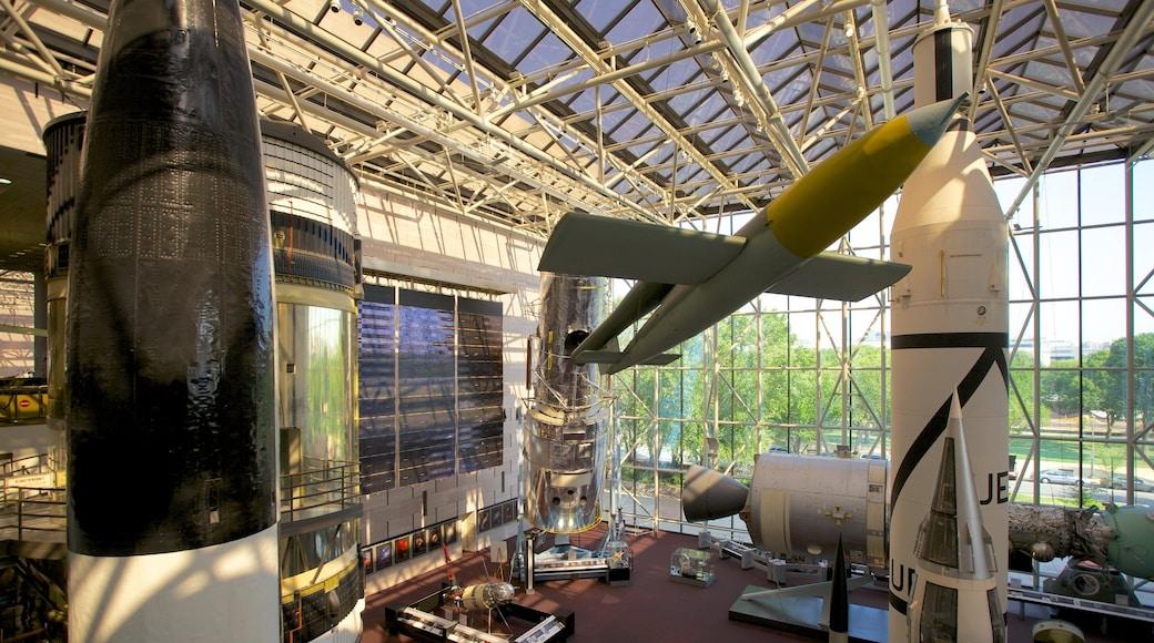 Museo Nacional del Aire y el Espacio mostrando aviación y vistas de interior
